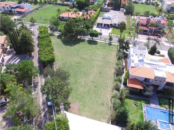 terreno residencial en esquina y muy amplio