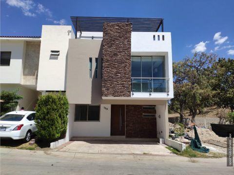 casa 159 con roof garden en sendas residencial