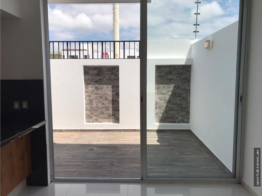 casa 6 con roof garden frente a casa club con alberca en vitana