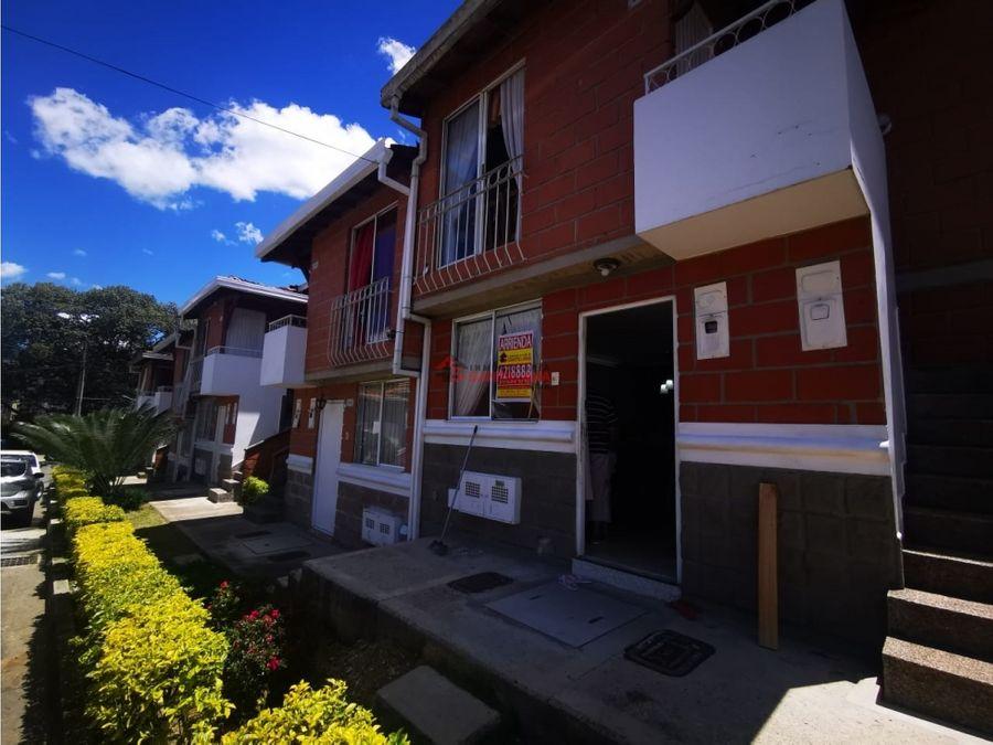 casa primer piso en unidad cerrada por suramerica park