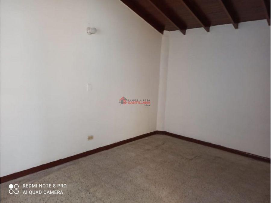 arriendo casa 2do piso sobre av 80 sector calasanz