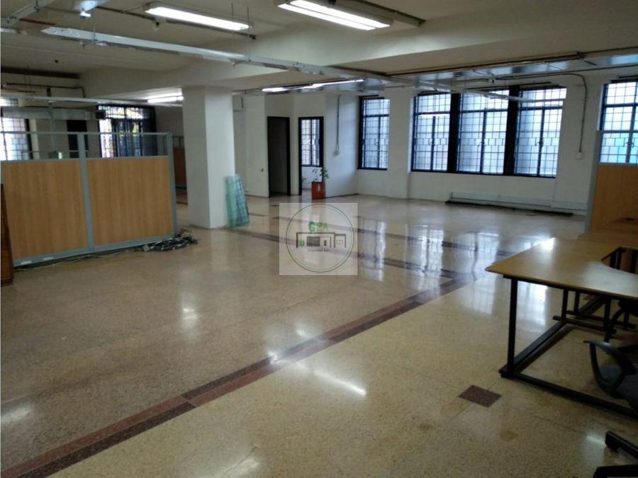 oficina o bodega en el centro 1400 millones 511 m2