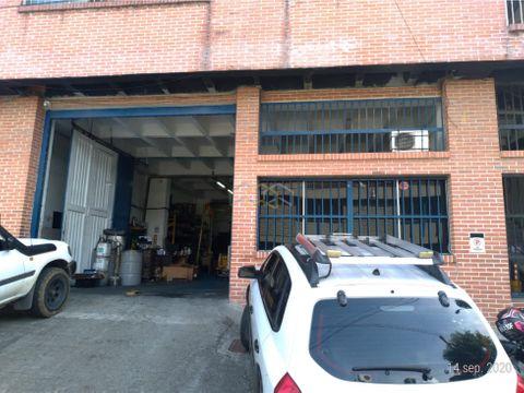 vendo 2 bodegas rentando barrio colombia 451 mts