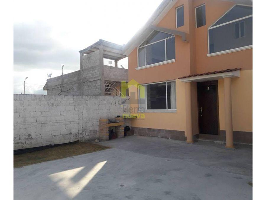 hermosa casa grande en otavalo a 1 cuadra panamericana