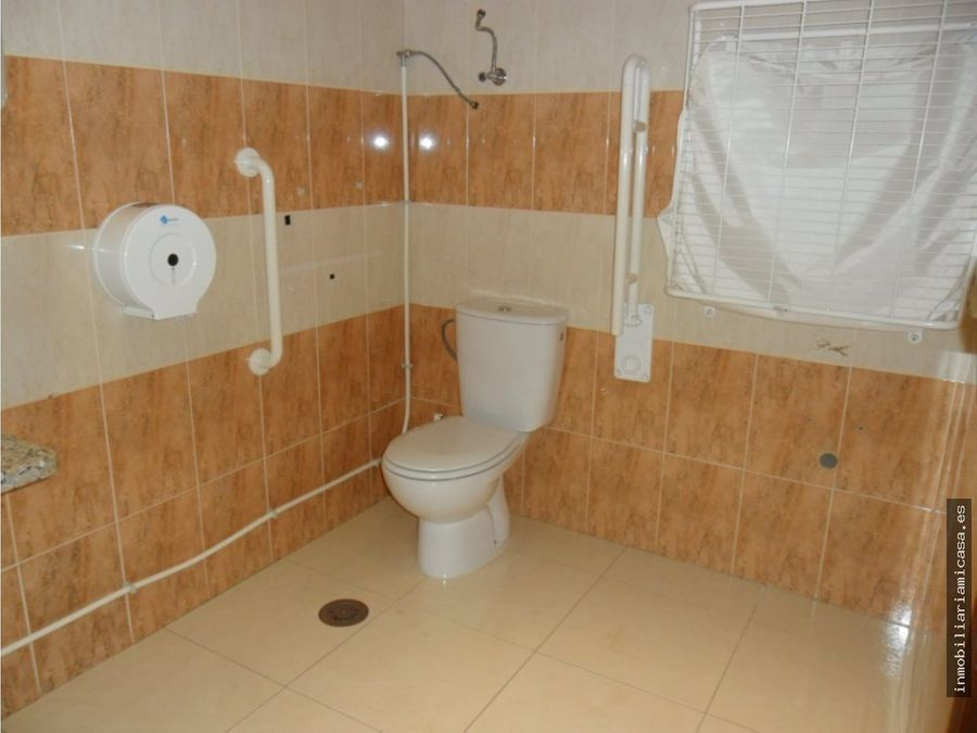 local comercial con 200 m2 de superficie