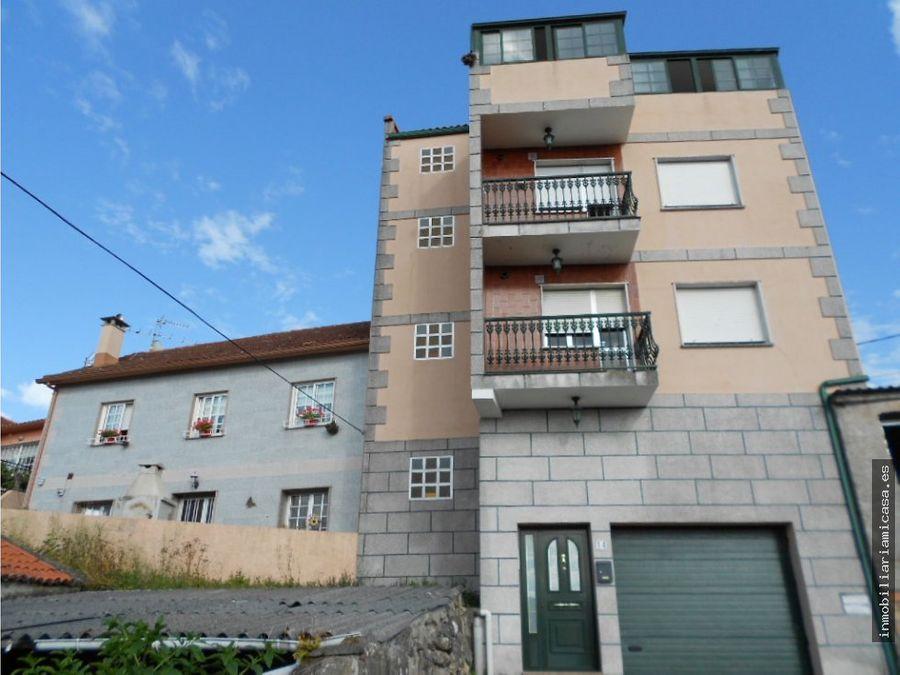 edificio de bajo y 3 plantas