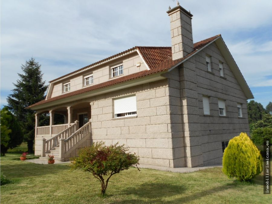 casa de piedra a pocos kms