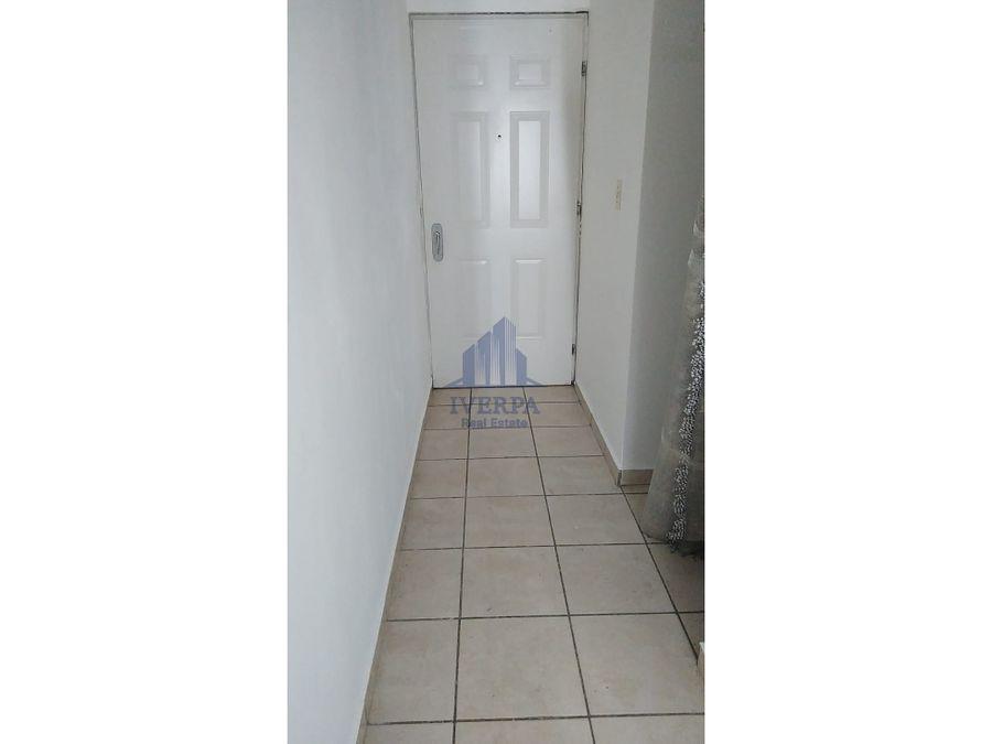 alquiler de comodo apartamento amoblado via espana