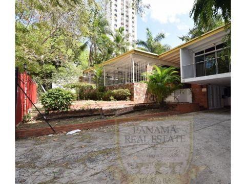 terreno con casa comercial en el cangrejo con zonificacion rm2 lisa