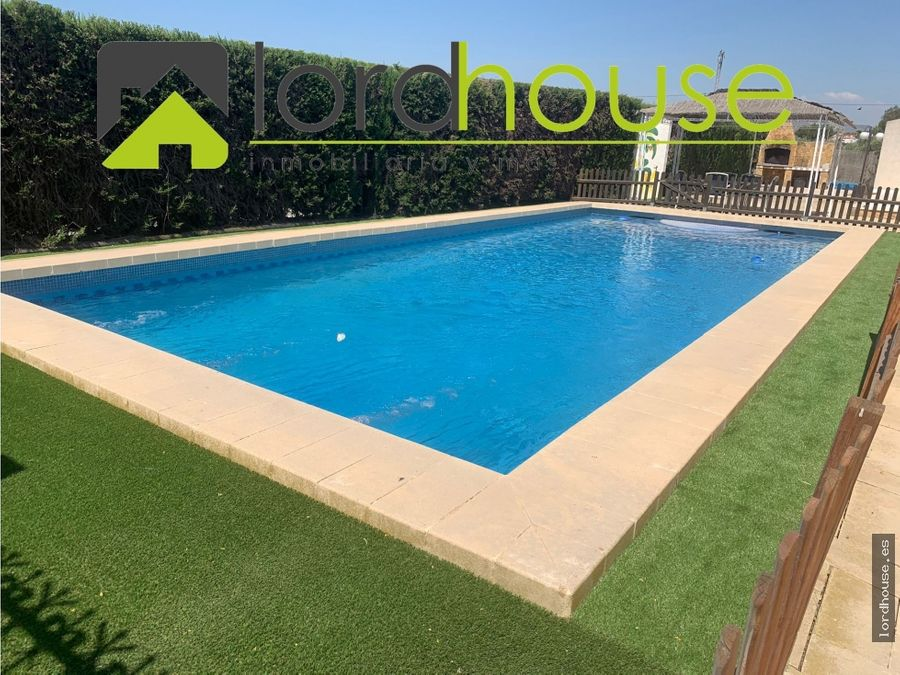 bonito chalet con piscina y 7 dormitorios