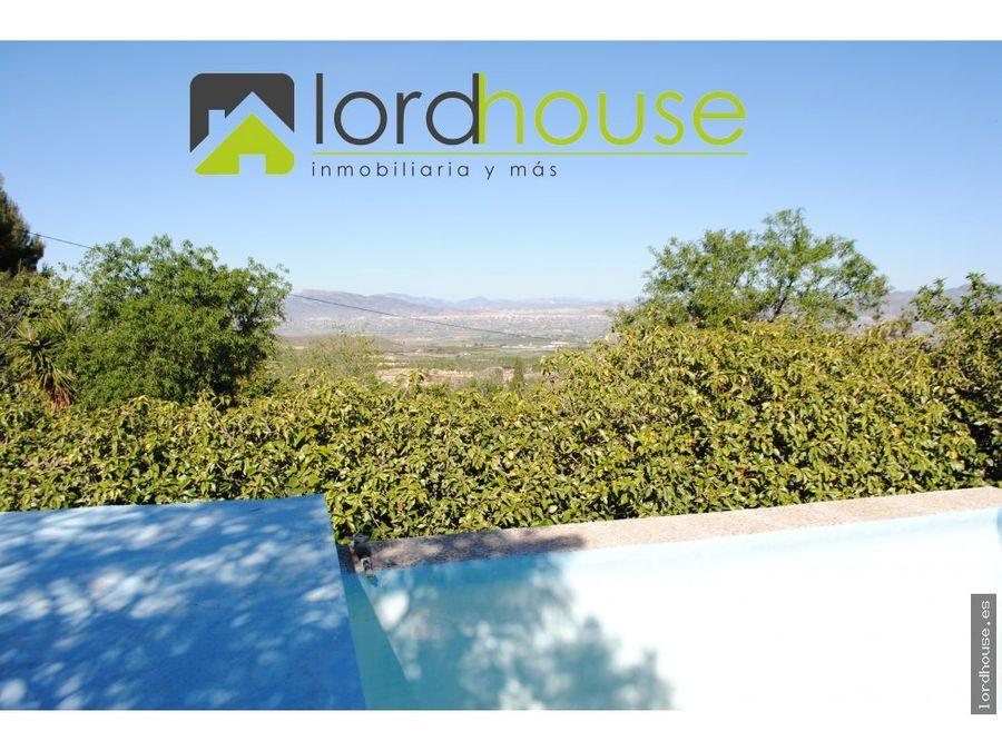casa con piscina y vistas a la montana