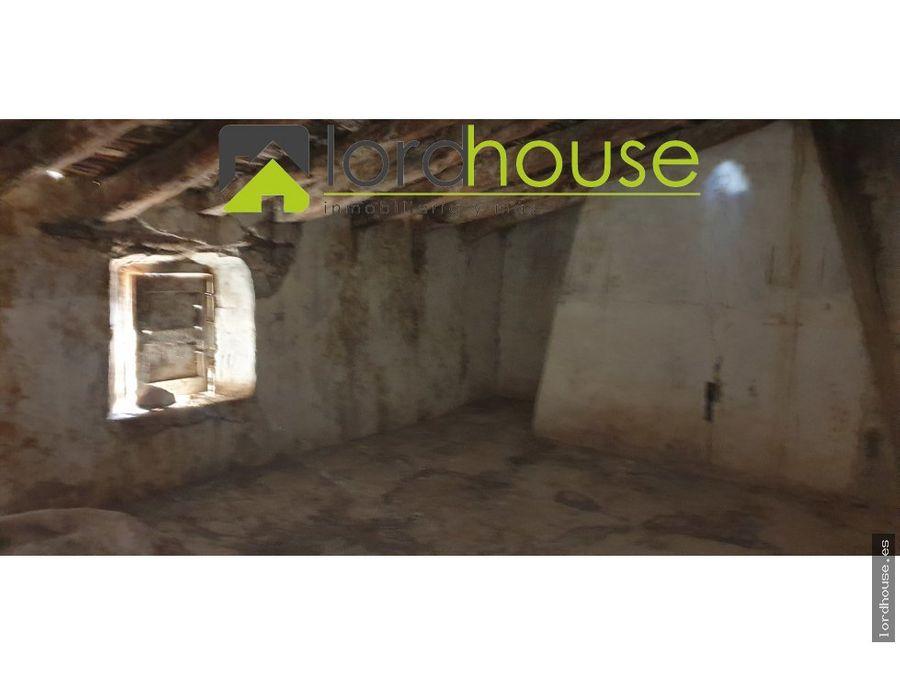 casa de pueblo con patio para restaurar