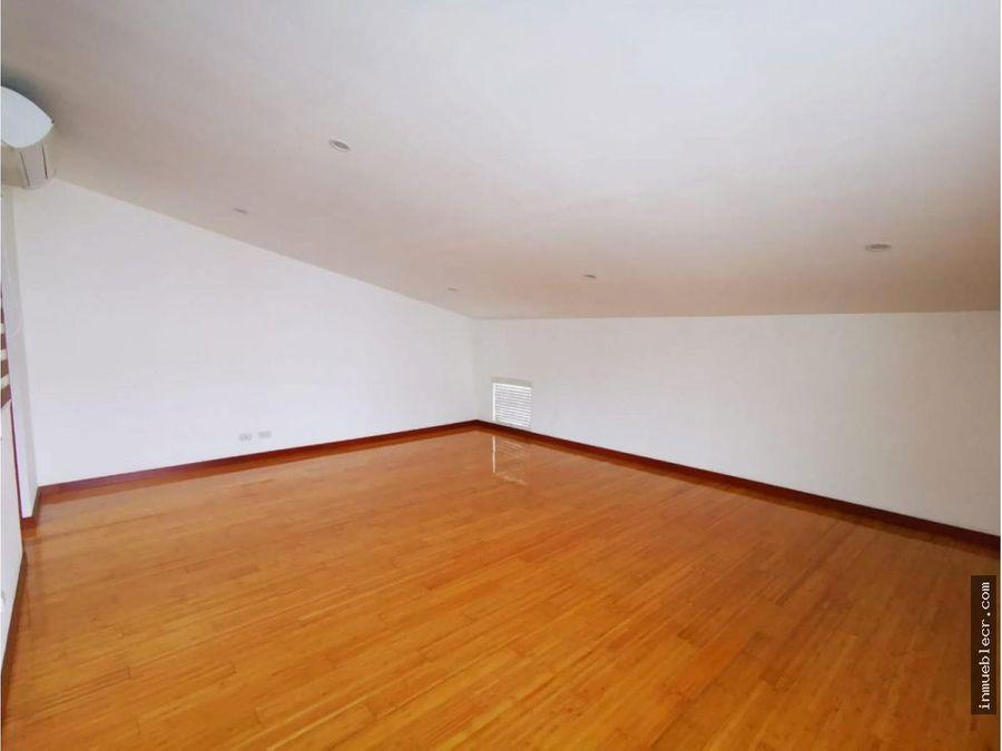 bella casa en venta en santa ana