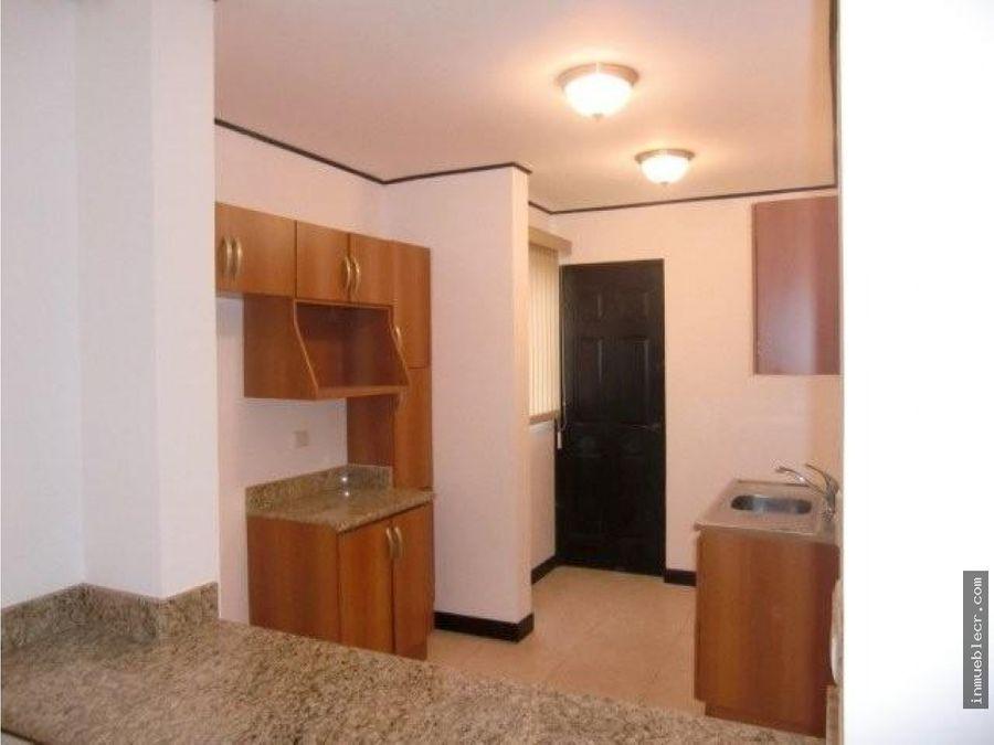 lindo apartamento de 2 habitaciones con jardin
