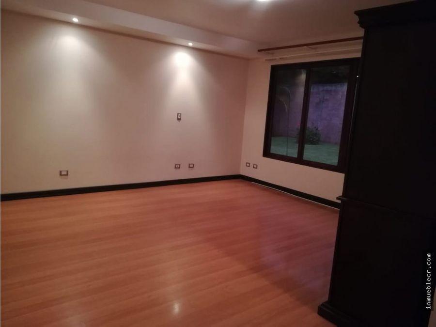 casa espaciosa independiente