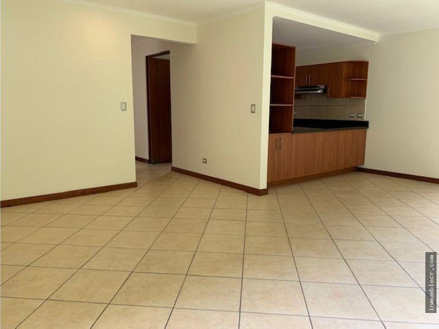 comoda casa en condominio familiar en alquiler