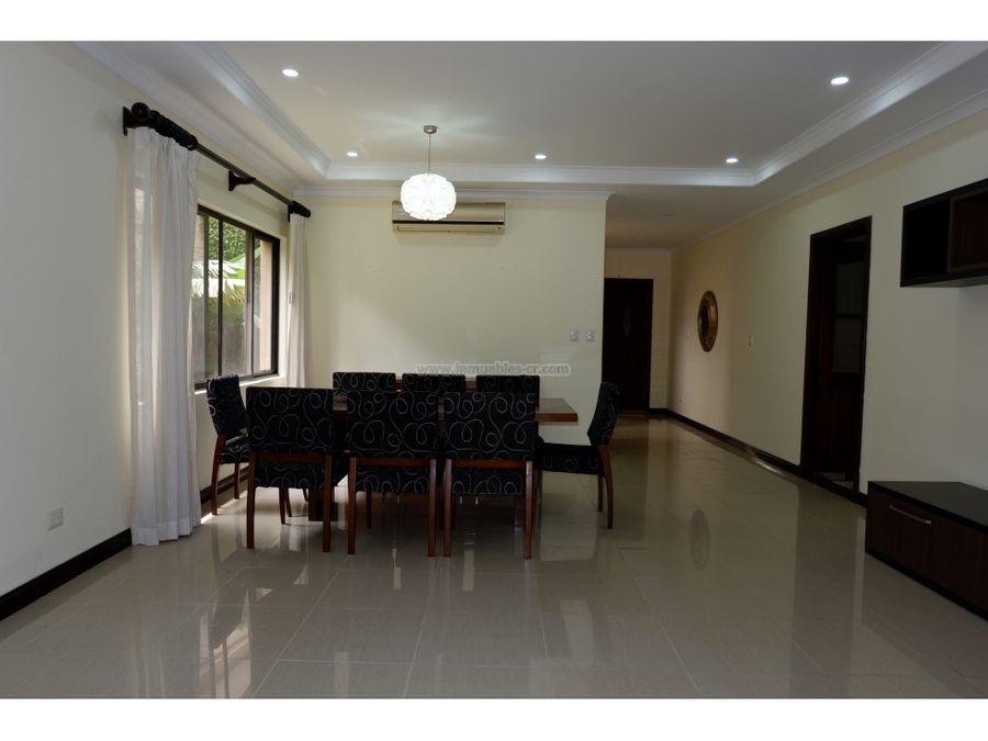 hermosa y amplia casa en venta en santa ana