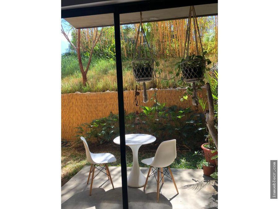 apartamento contemporaneo con jardin