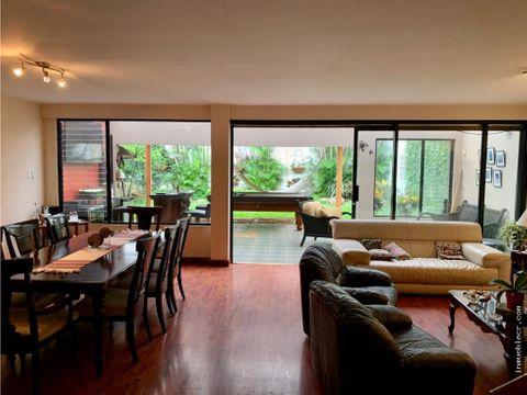 amplia casa en venta en trejos montealegre