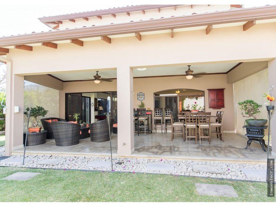 condominio con linda terraza