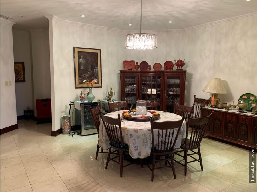 apartamento muy espacioso en condominio de lujo