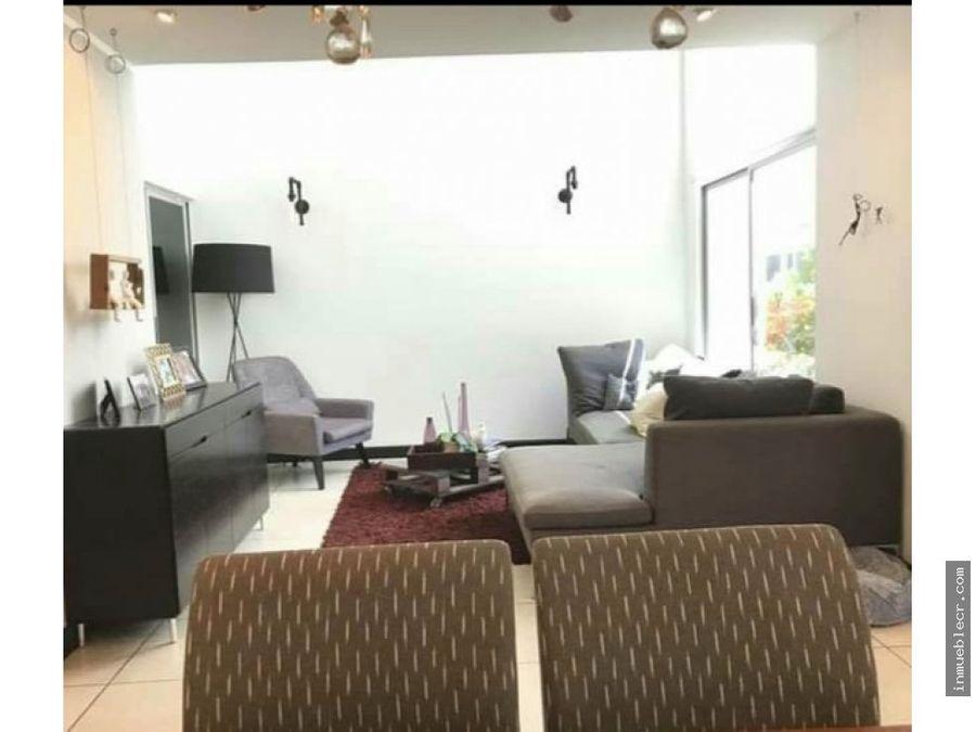 bella y comoda casa en venta en santa ana