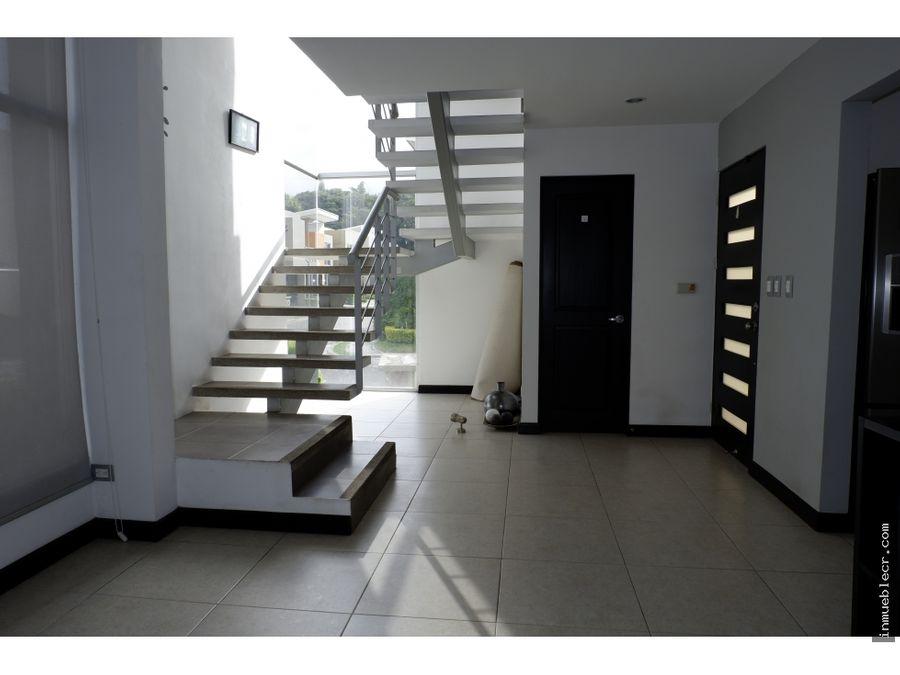 hermosa y amplia casa en alquiler en santa ana