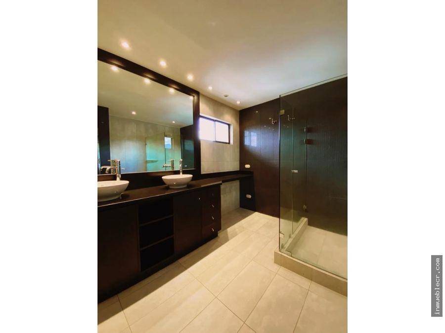 moderna casa en condominio