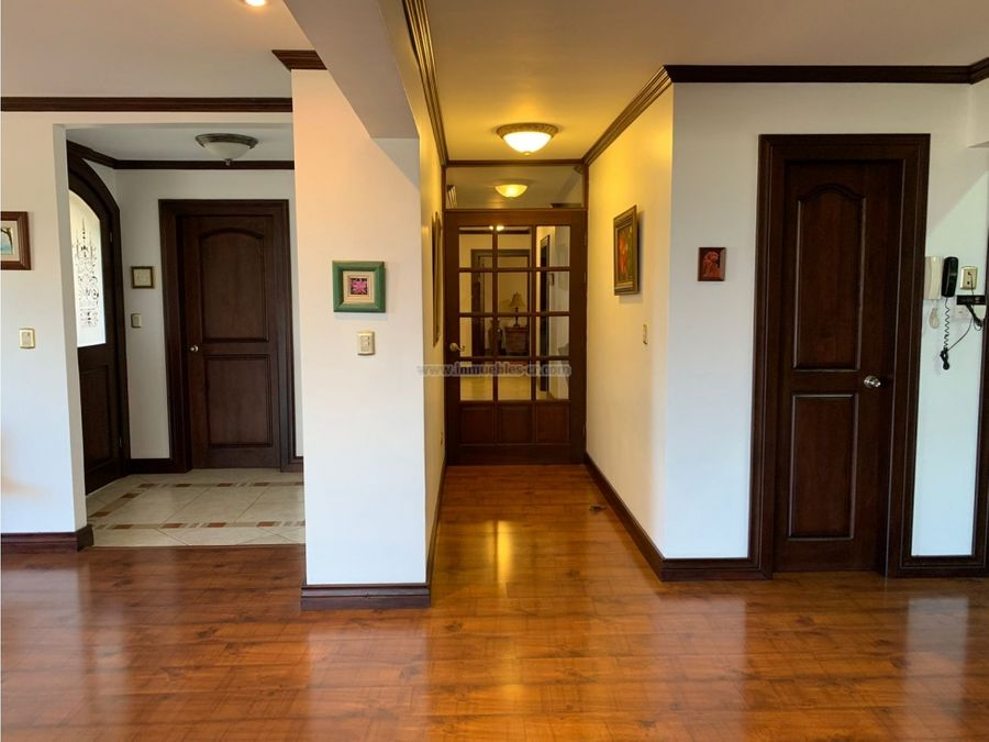 espacioso apartamento cerca de distrito 4 con excelente vista