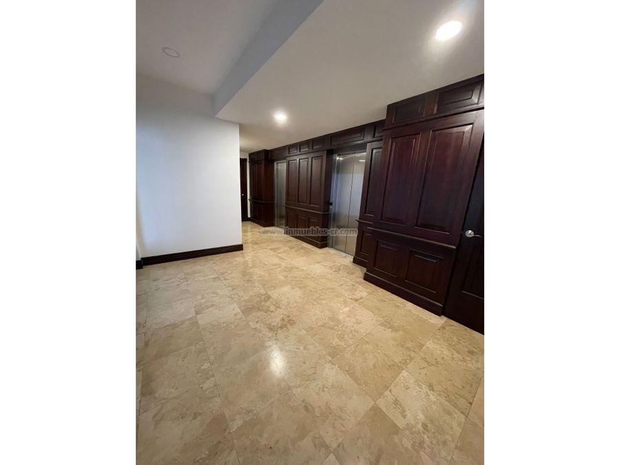 alquile lujoso y amplio apartamento de 412m2 en escazu