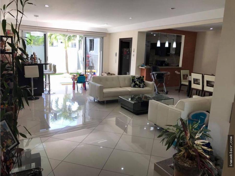 casa contemporanea con acabados de lujo
