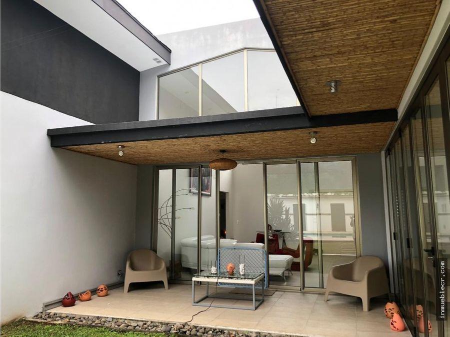 casa de una planta en urbanizacion muy segura