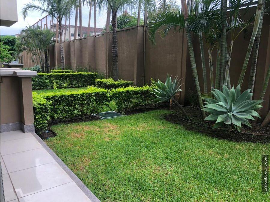 apartamento en montesol con jardin