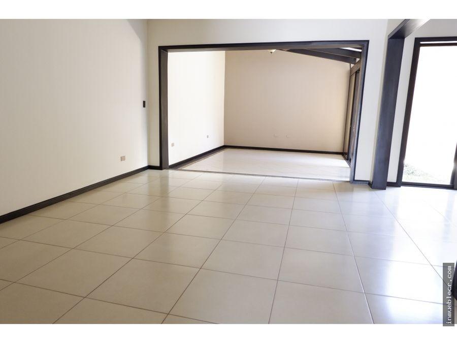 comoda casa en brasil santaana para venta en condominio