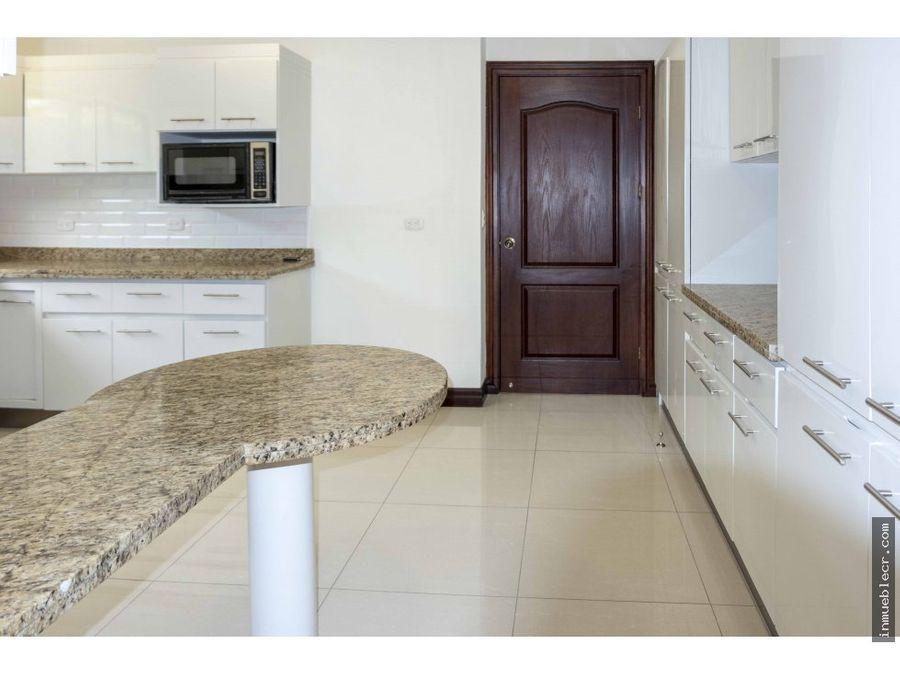 casa amplia recien remodelada en condominio
