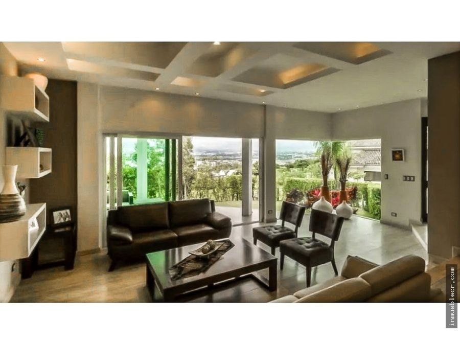 casa minimalista en condominio de lujo