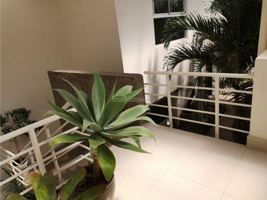 apartamento con doble altura y terraza en pozos de santa ana