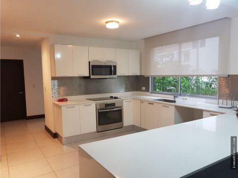 moderna y amplia casa en venta
