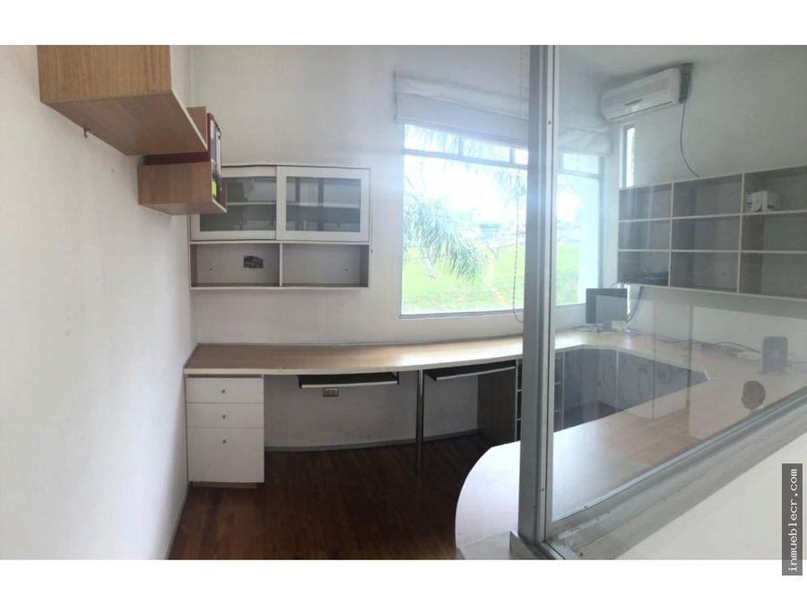 moderna casa de tres pisos en alquiler en rohrmoser