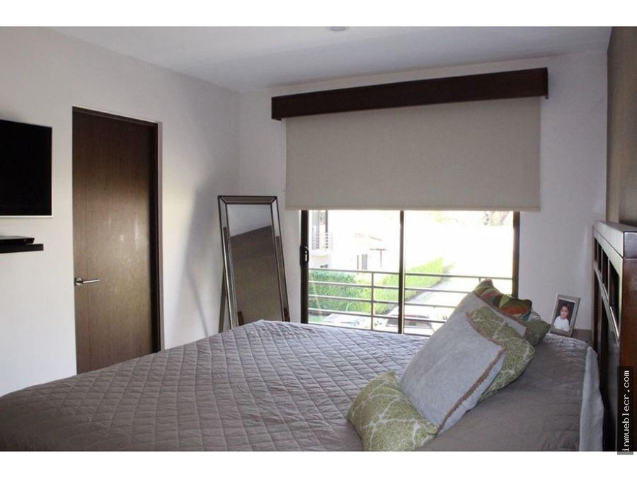 town house en exclusivo condominio de santa ana