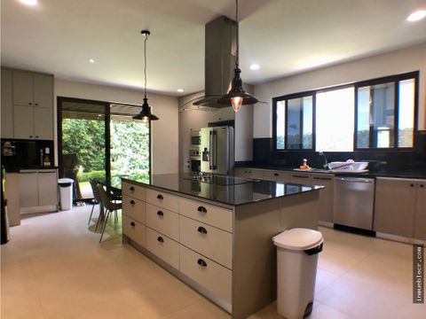hermosa casa de lujo en venta en condominio