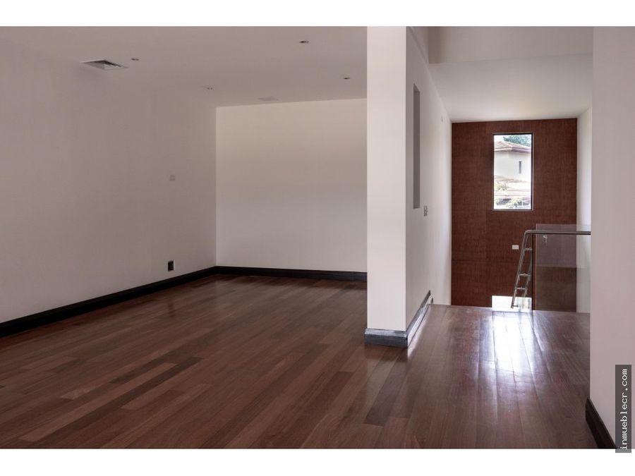 espaciosa casa de lujo para estrenar en condominio la hacienda