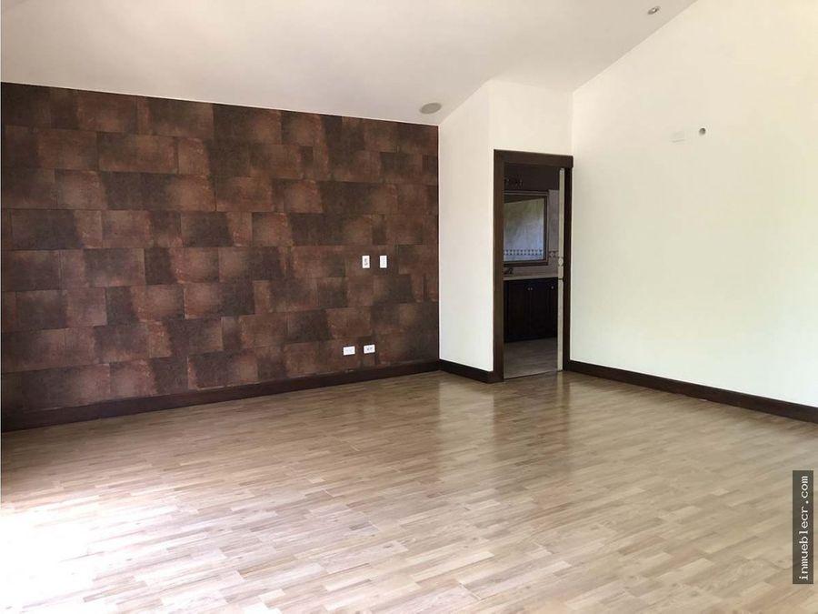 casa en exclusivo condominio