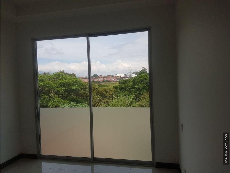 comodo apartamento con jardin primer nivel en venta