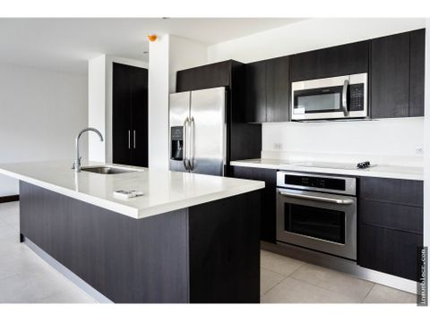 amplio apartamento esquinero en montesol