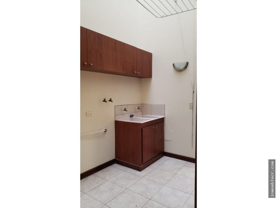 condominio con cuarto de servicio