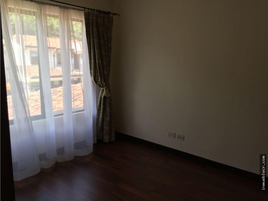casa separada en condominio familiar