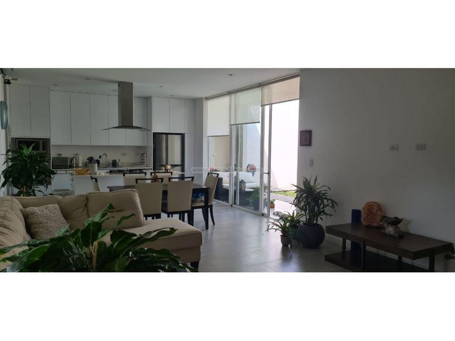 casa contemporanea de una planta
