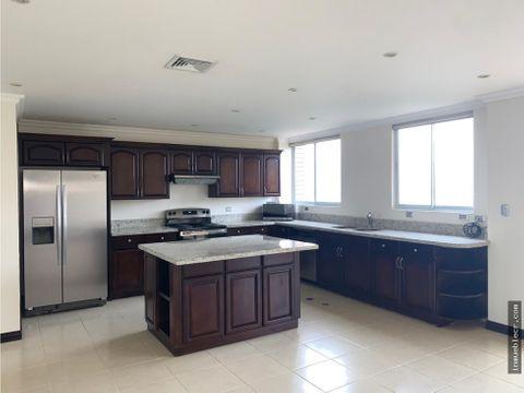 elegante apartamento con linea blanca hermosa vista en escazu