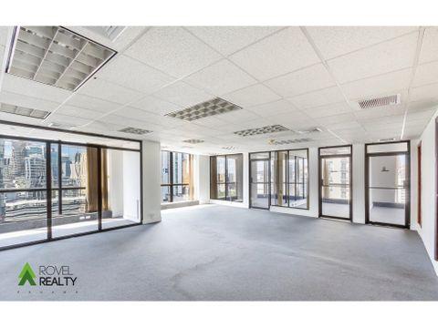 la oficina mas barata de calle 50 140 m2